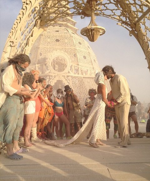 02-burningman-wedding1-2