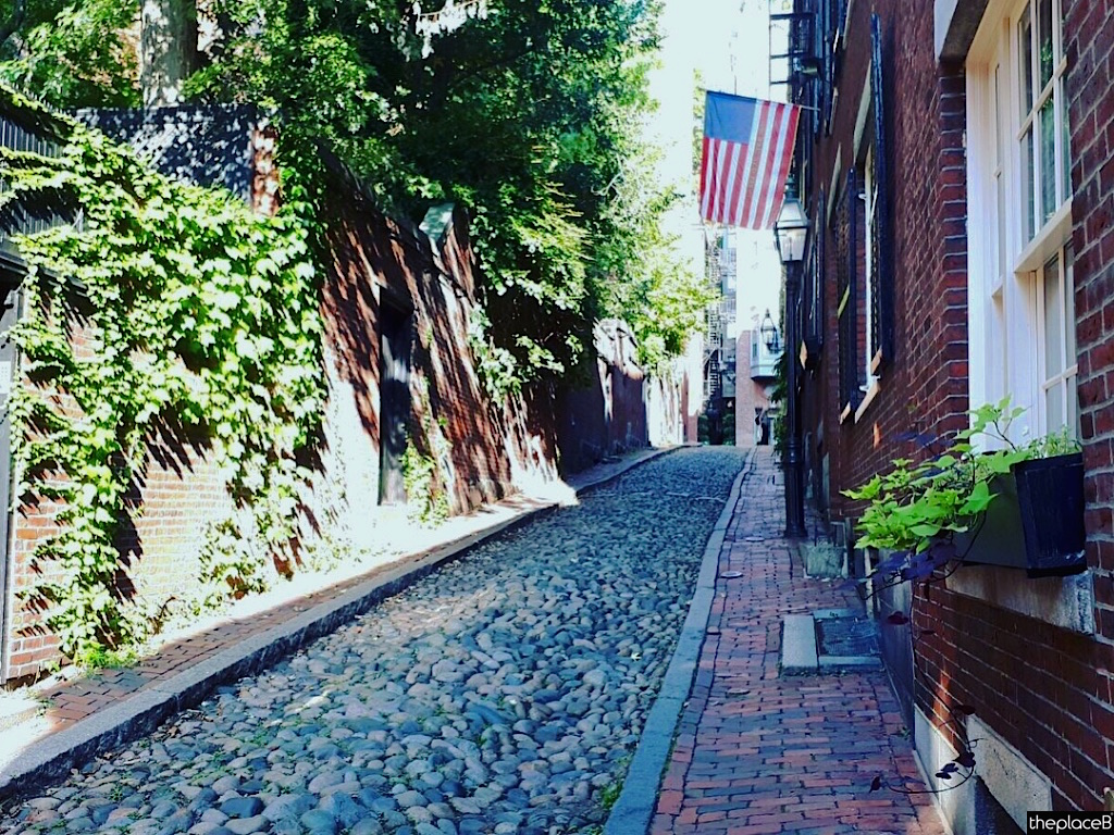 Boston to do list 5 luoghi a visitare Acorn Street