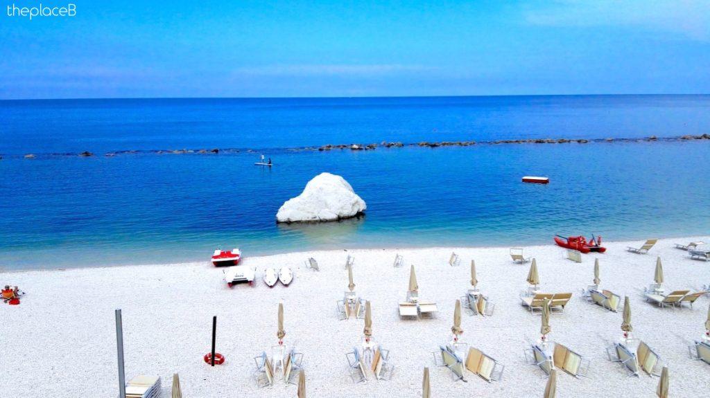 spiaggia dei frati numana marche conero
